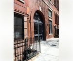 Brooklyn Heights: HUGE One Bedroom with Washer/Dryer on Poplar Street ~ Easy Commute to Manhattan